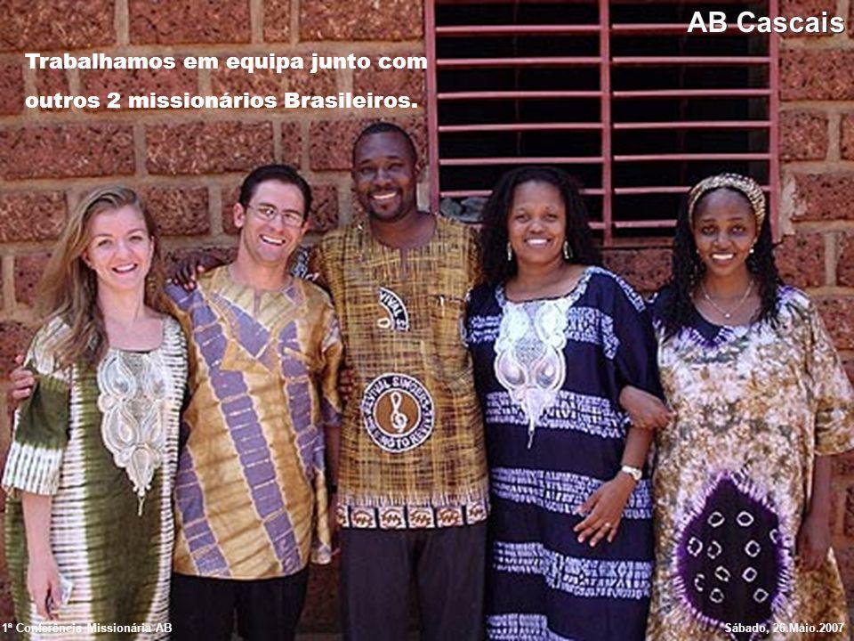 Trabalhamos em equipa junto com outros 2 missionários Brasileiros.