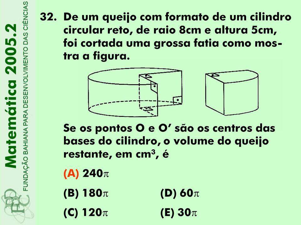 32.De um queijo com formato de um cilindro circular reto, de raio 8cm e altura 5cm, foi cortada uma grossa fatia como mos- tra a figura. Se os pontos