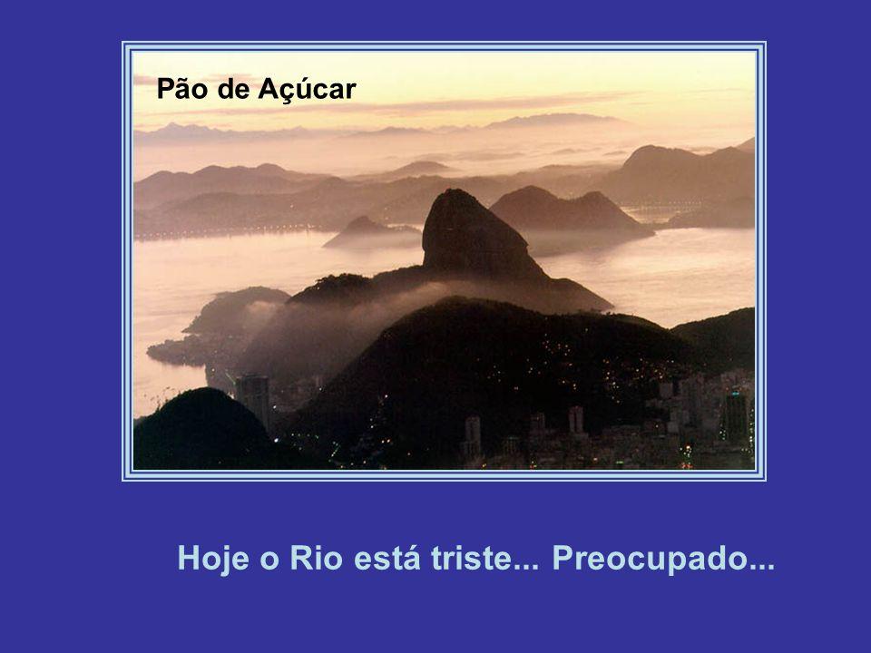 Ponte Rio-Niterói Contudo, infelizmente, algumas nuvens estão teimando em esconder sua beleza...