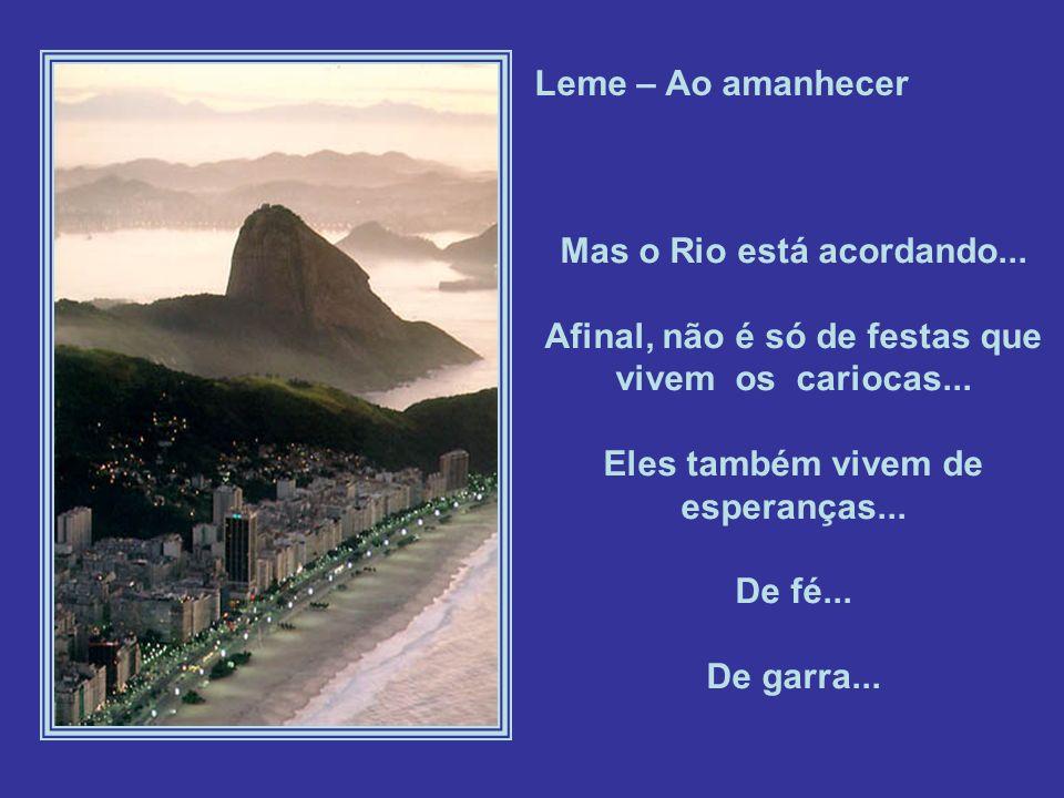 Leme – Ao amanhecer Mas o Rio está acordando...Afinal, não é só de festas que vivem os cariocas...