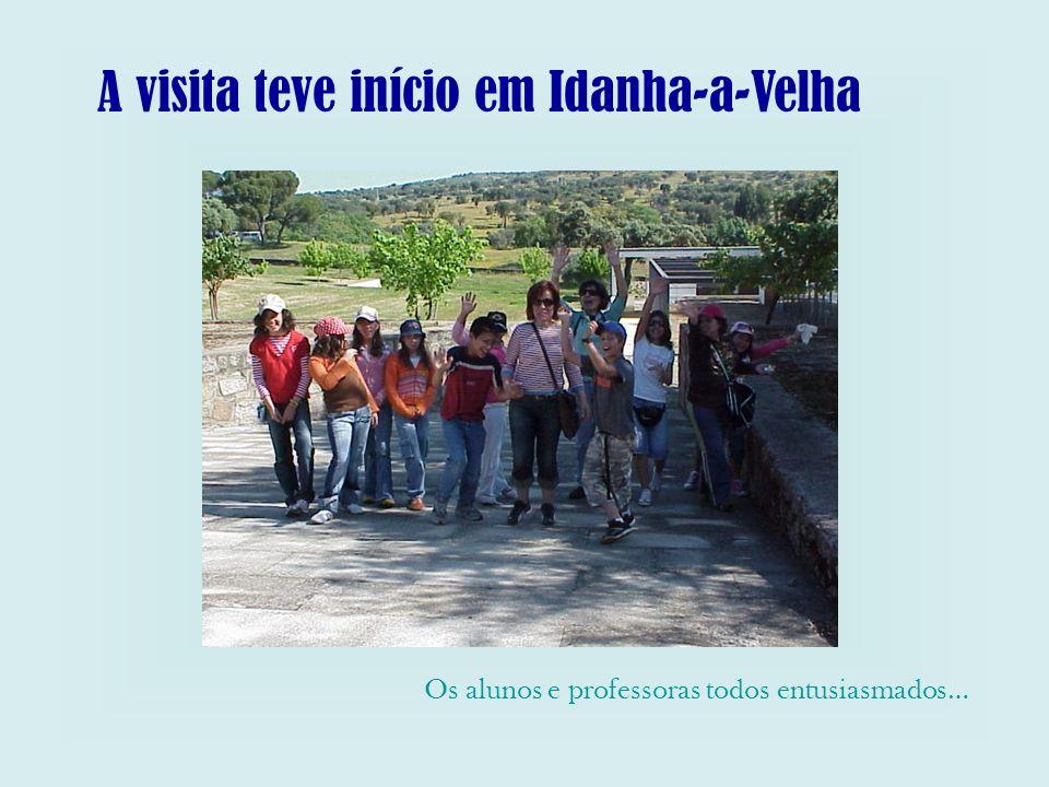 A visita teve início em Idanha-a-Velha Os alunos e professoras todos entusiasmados…
