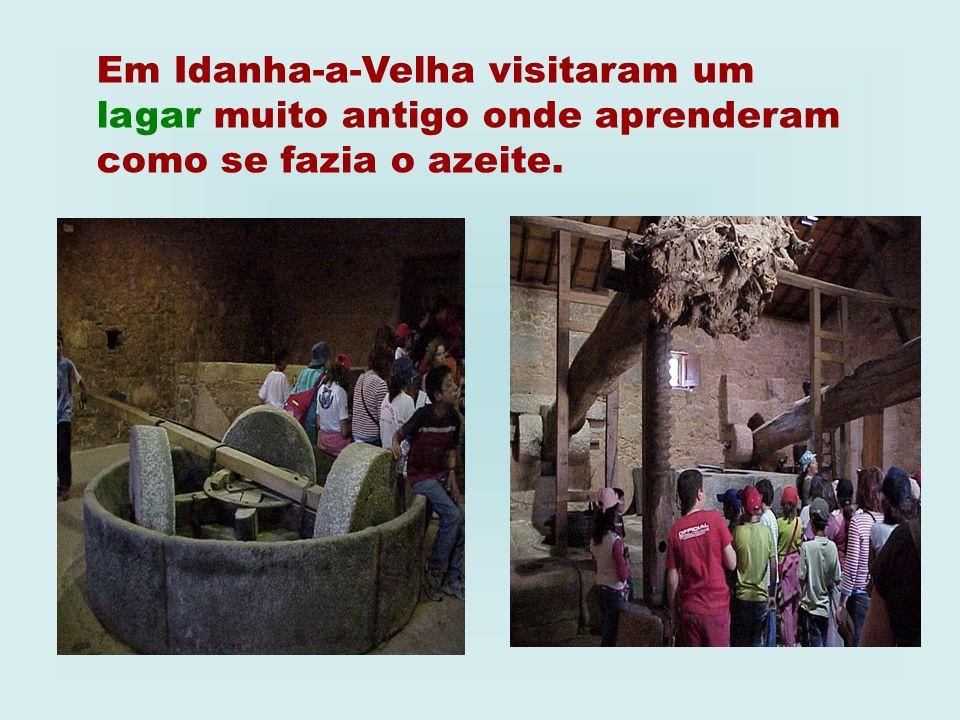 Em Idanha-a-Velha visitaram um lagar muito antigo onde aprenderam como se fazia o azeite.