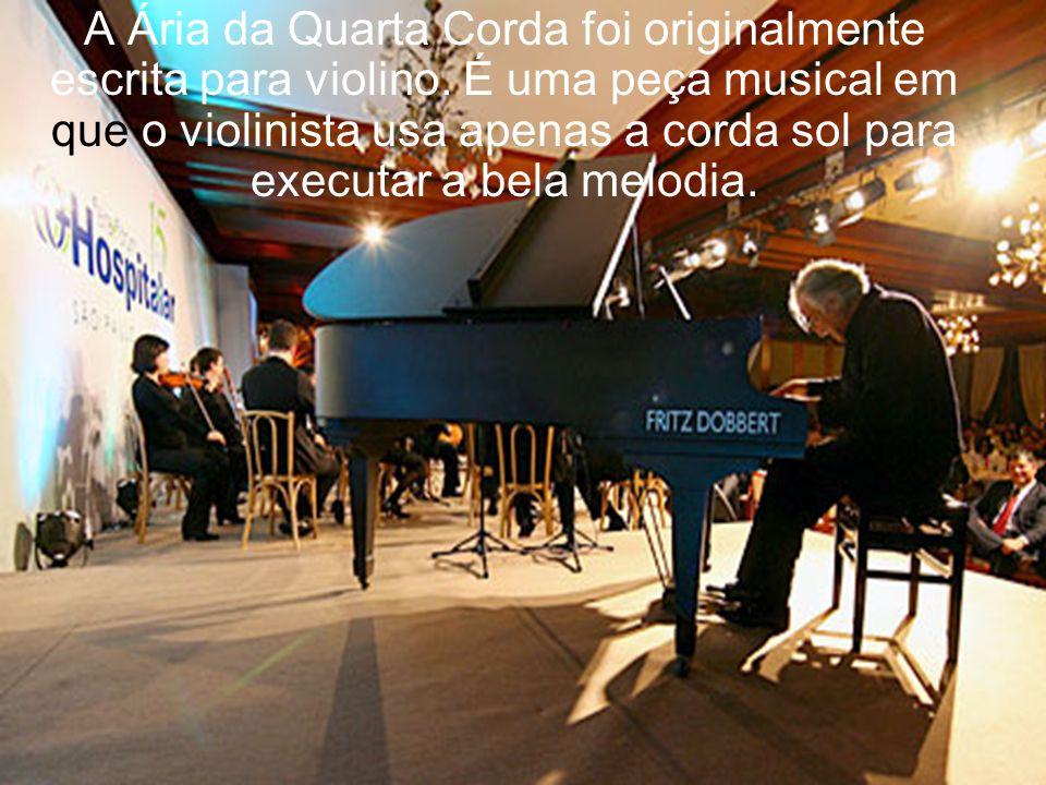 Pediu que subissem um piano pelo elevador do palco. E, com apenas três dedos que lhe restaram, ele tocou uma peça de Bach.