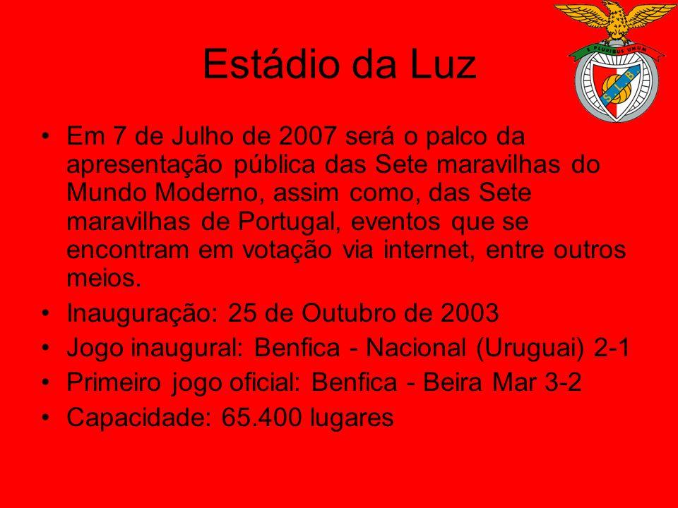 Estádio da Luz O Estádio da Luz, ou Estádio do Sport Lisboa e Benfica (nome oficial), está situado na capital de Portugal, Lisboa, e foi inaugurado no dia 25 de Outubro de 2003 num jogo amigável contra a equipa uruguaia do Nacional que o Sport Lisboa e Benfica venceu com um resultado de 2-1, sendo que mais tarde no primeiro jogo de carácter oficial saiu derrotado.