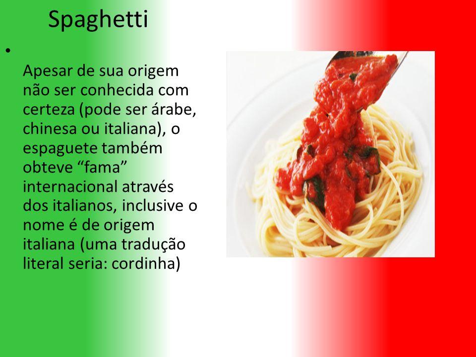 Spaghetti Apesar de sua origem não ser conhecida com certeza (pode ser árabe, chinesa ou italiana), o espaguete também obteve fama internacional através dos italianos, inclusive o nome é de origem italiana (uma tradução literal seria: cordinha)