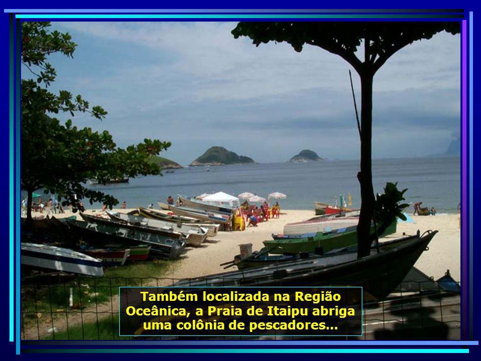 Em Jurujuba, próximas à Fortaleza de Santa Cruz, estão localizadas as aconchegantes praias de Adão e Eva...