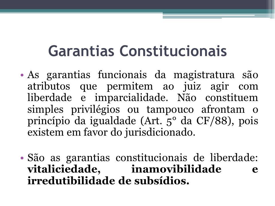 Garantias Constitucionais As garantias funcionais da magistratura são atributos que permitem ao juiz agir com liberdade e imparcialidade.