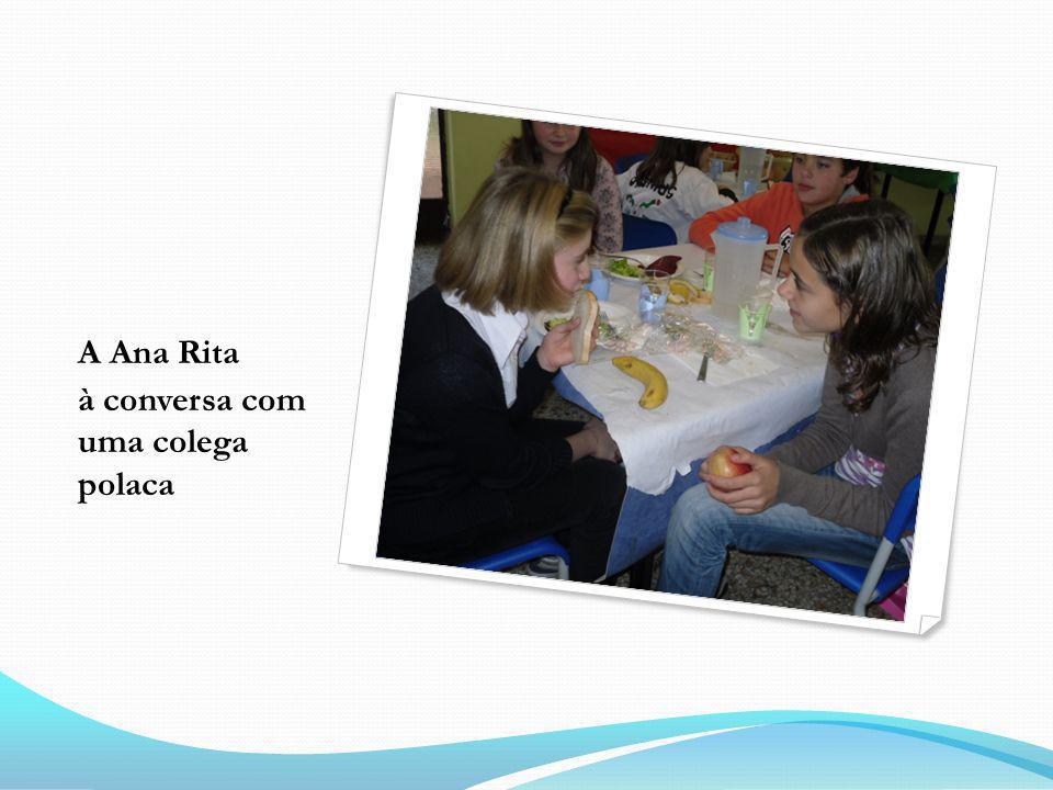 A Ana Rita à conversa com uma colega polaca