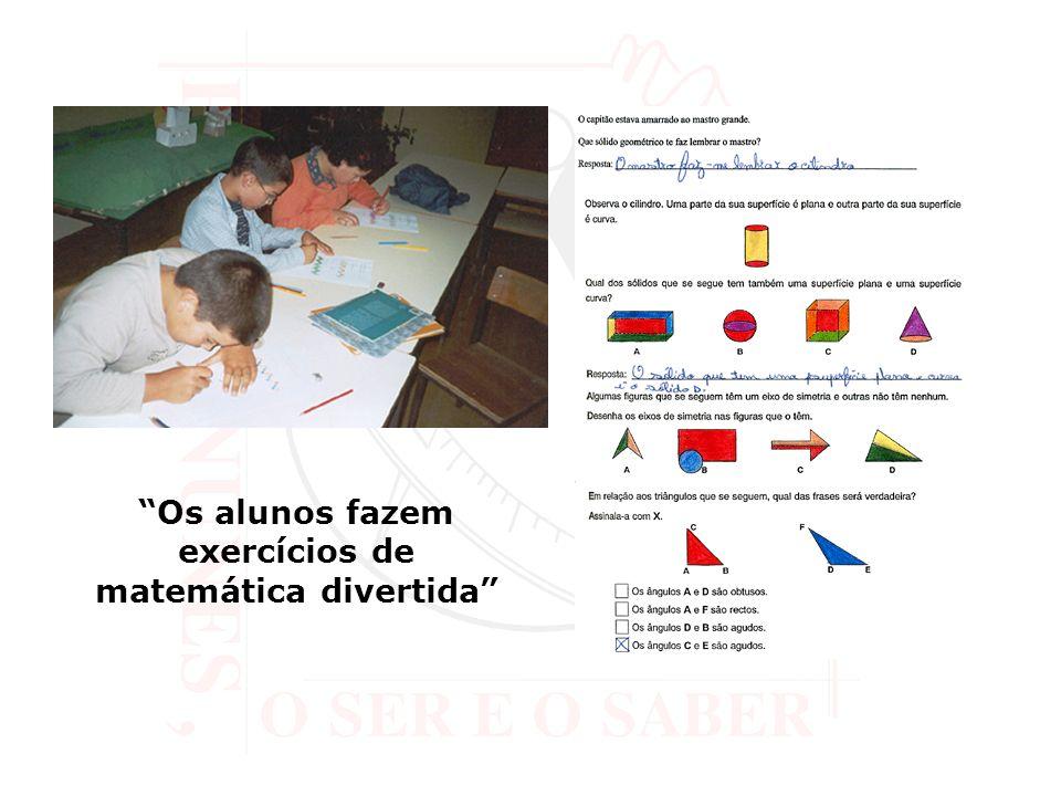 Os alunos fazem exercícios de matemática divertida