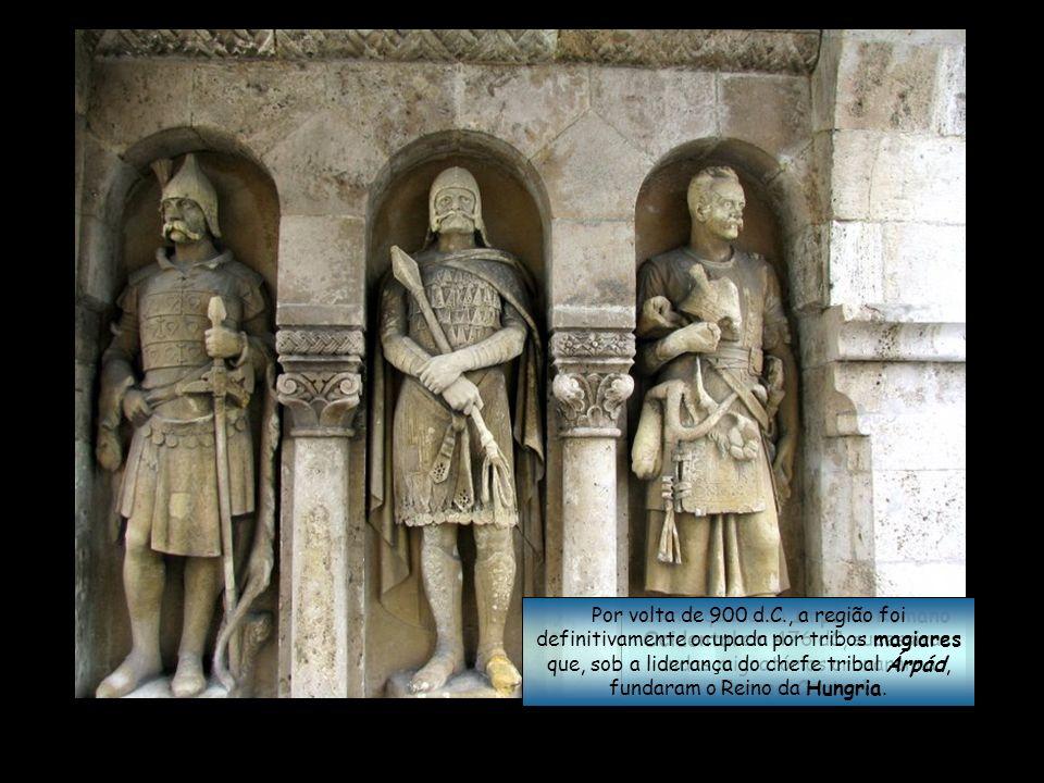 Com a queda do Império Romano Ocidental em 476 dC, sucessivas ondas migratórias cruzaram a Europa Central.