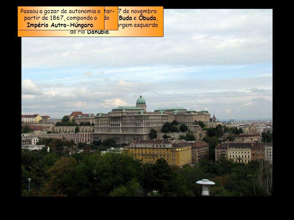 A Budapeste atual foi fundada em 17 de novembro de 1873 com a fusão das cidades de Buda e Ôbuda, na margem direita, com Peste, na margem esquerda do rio Danúbio.