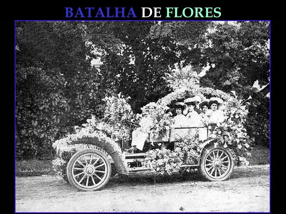 BATALHA DE FLORES As alamedas, os gramados, as pontes, a gruta, as ilhas, tudo estava repleto, e os carros e as carruagens vistosamente enfeitados de flôres.