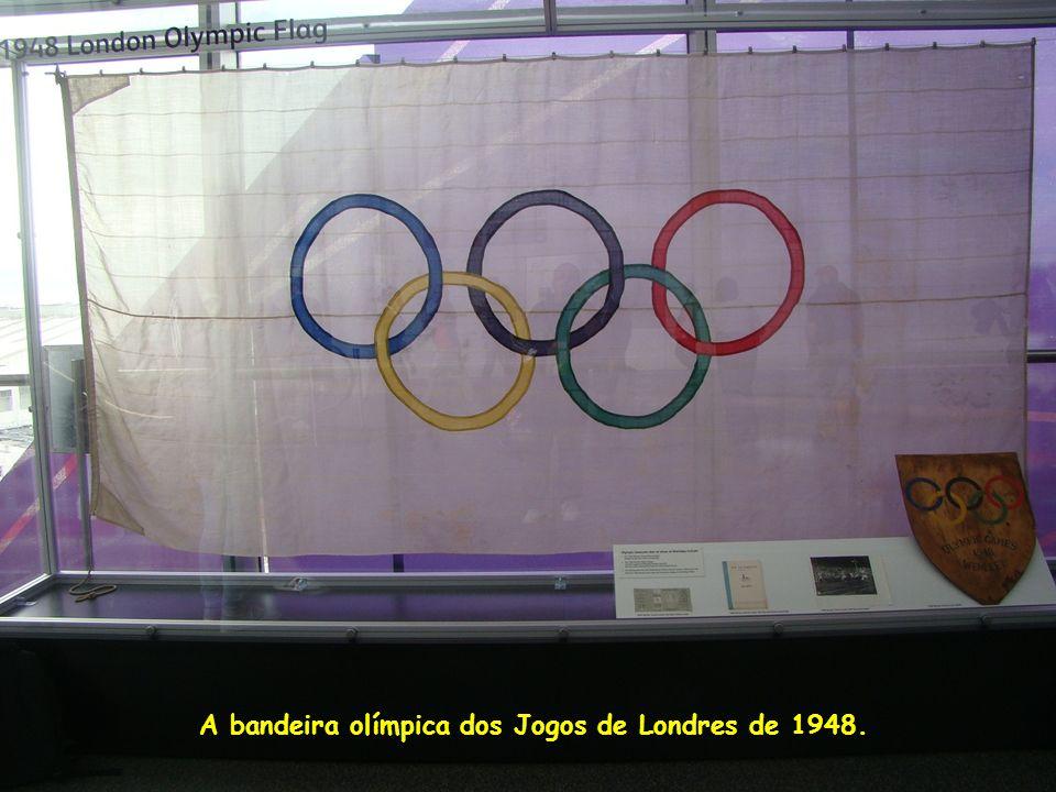 A bandeira olímpica dos Jogos de Londres de 1948.