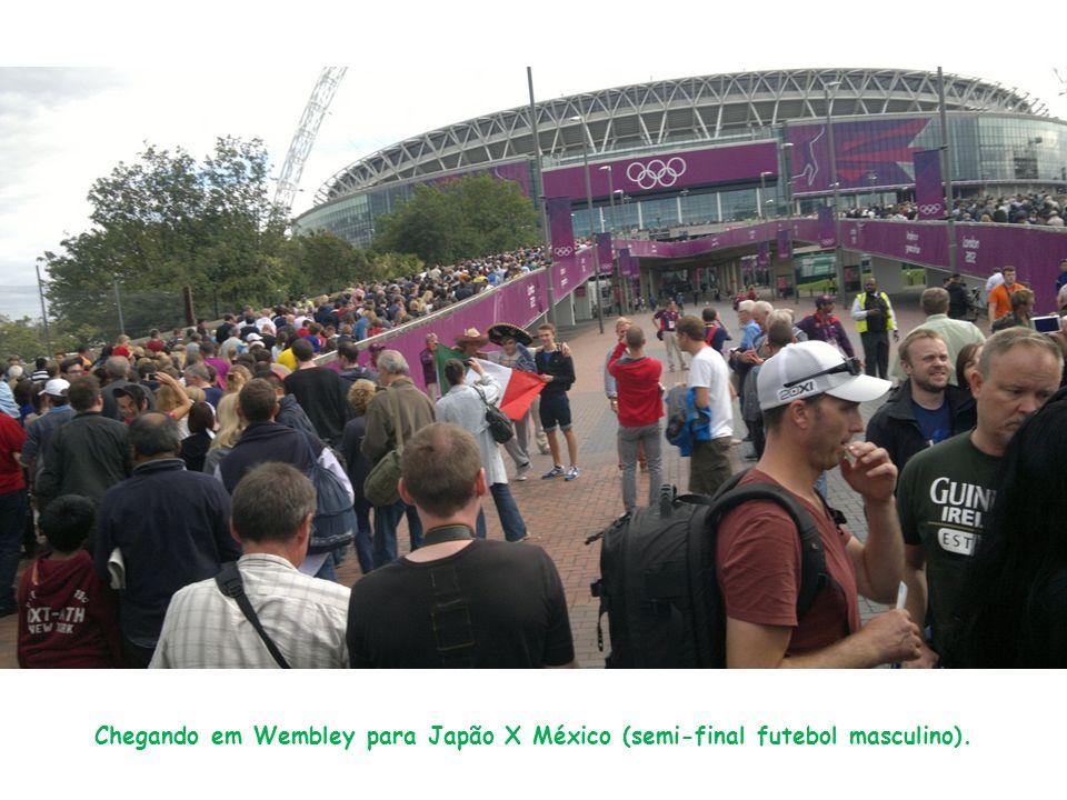 Chegando em Wembley para Japão X México (semi-final futebol masculino).
