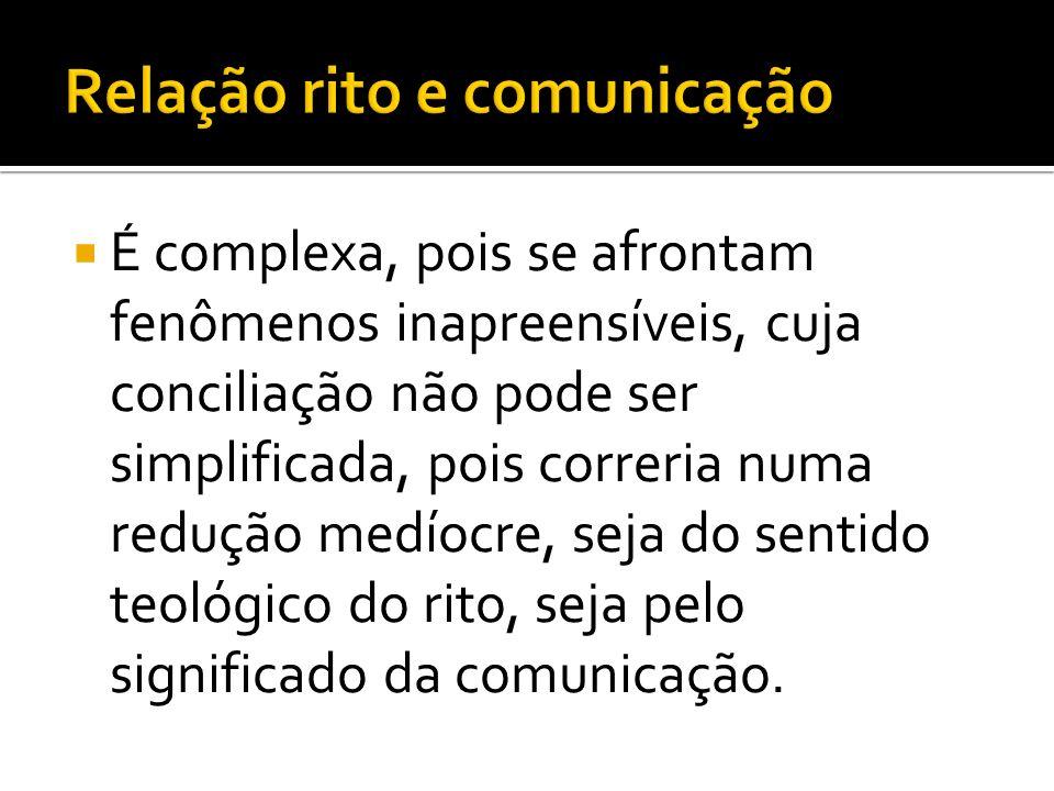 É complexa, pois se afrontam fenômenos inapreensíveis, cuja conciliação não pode ser simplificada, pois correria numa redução medíocre, seja do sentido teológico do rito, seja pelo significado da comunicação.
