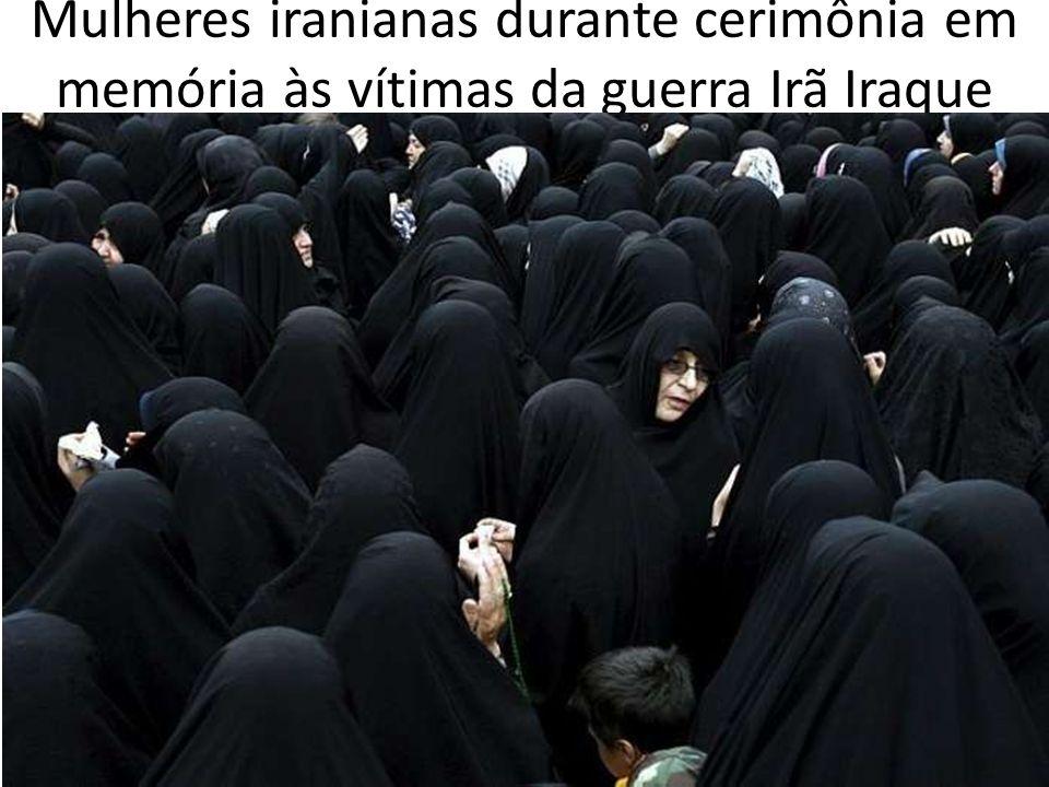 Mulheres iranianas durante cerimônia em memória às vítimas da guerra Irã Iraque