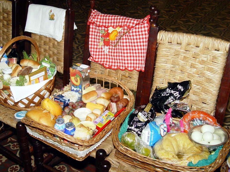 Toda festa religiosa ou familiar está ligada a comida e bebida especial.