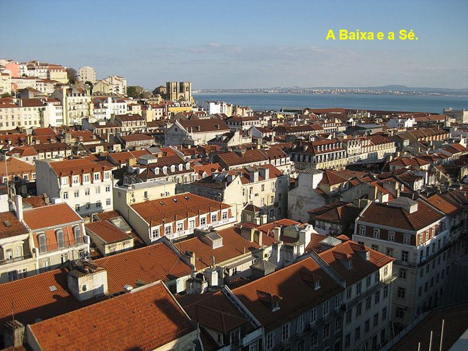O Castelo de São Jorge desde o elevador.