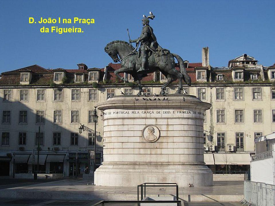 São Vicente de Fora (Panteão dos Braganças) desde a Cerca Moura.