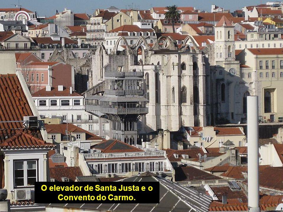 A Torre e a Ponte Vasco da Gama.
