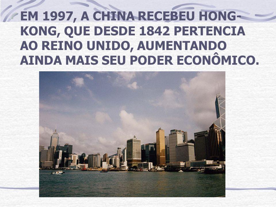 EM 1997, A CHINA RECEBEU HONG- KONG, QUE DESDE 1842 PERTENCIA AO REINO UNIDO, AUMENTANDO AINDA MAIS SEU PODER ECONÔMICO.
