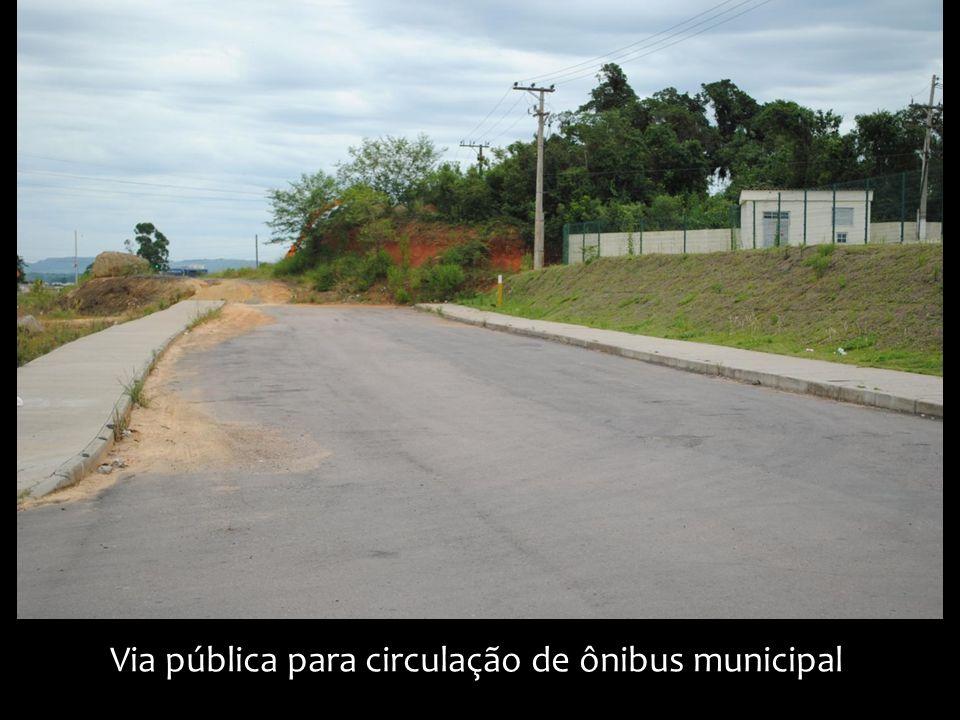 Via pública para circulação de ônibus municipal