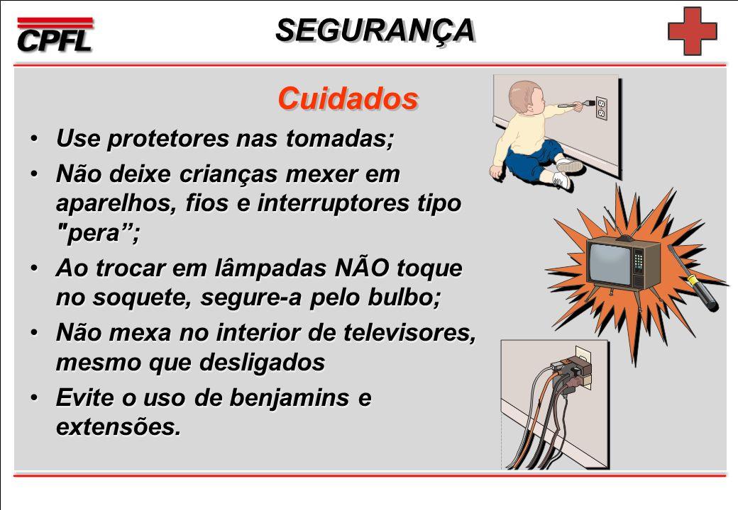 SEGURANÇA Use protetores nas tomadas; Não deixe crianças mexer em aparelhos, fios e interruptores tipo pera; Ao trocar em lâmpadas NÃO toque no soquete, segure-a pelo bulbo; Não mexa no interior de televisores, mesmo que desligados Evite o uso de benjamins e extensões.