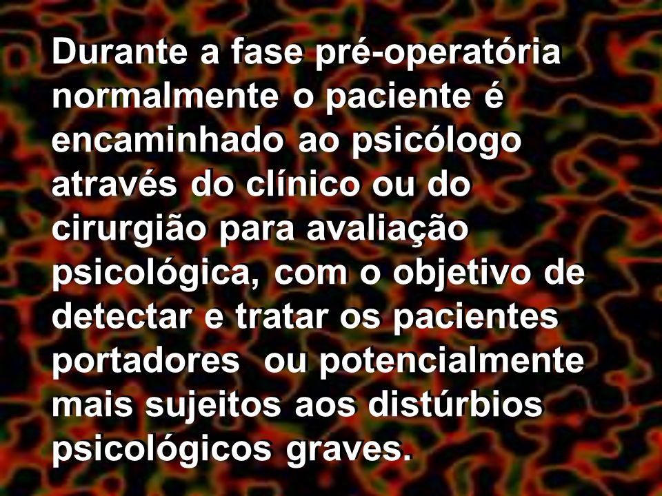 Durante a fase pré-operatória normalmente o paciente é encaminhado ao psicólogo através do clínico ou do cirurgião para avaliação psicológica, com o o