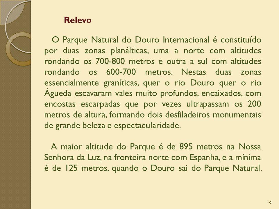8 O Parque Natural do Douro Internacional é constituído por duas zonas planálticas, uma a norte com altitudes rondando os 700-800 metros e outra a sul