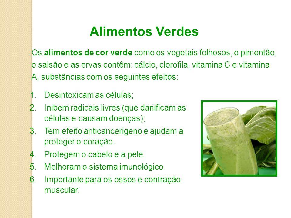Alimentos Verdes Os alimentos de cor verde como os vegetais folhosos, o pimentão, o salsão e as ervas contêm: cálcio, clorofila, vitamina C e vitamina