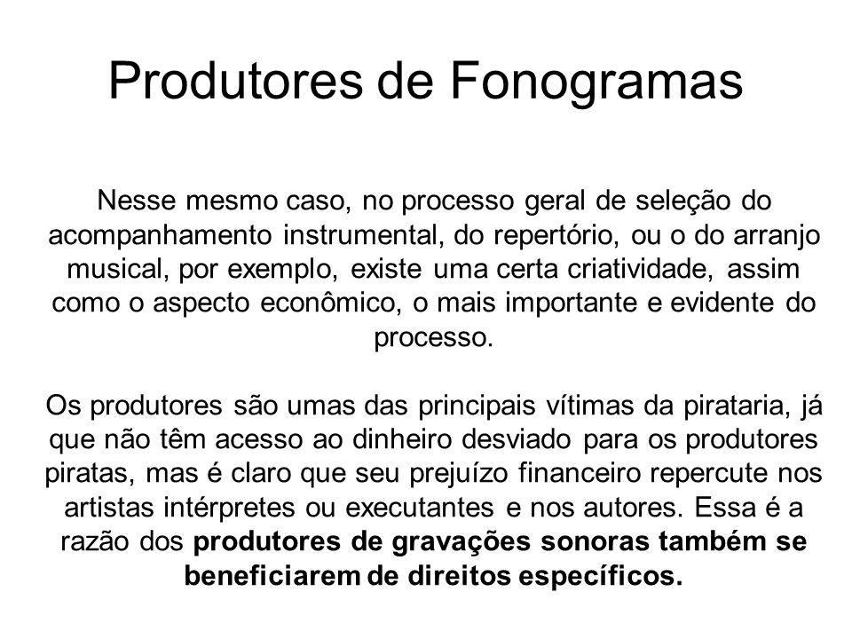 O terceiro grupo de beneficiários de proteção a título de direitos conexos é o das empresas radiodifusoras.