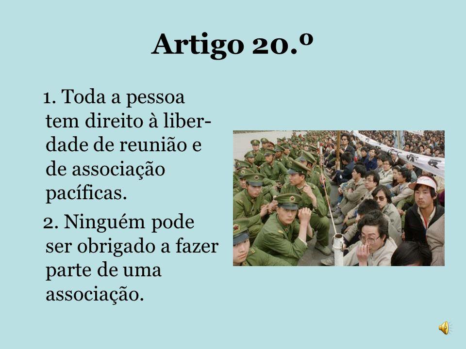 Artigo 20.º 1. Toda a pessoa tem direito à liber- dade de reunião e de associação pacíficas. 2. Ninguém pode ser obrigado a fazer parte de uma associa