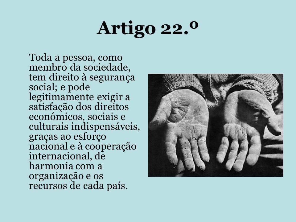 Artigo 22.º Toda a pessoa, como membro da sociedade, tem direito à segurança social; e pode legitimamente exigir a satisfação dos direitos económicos,