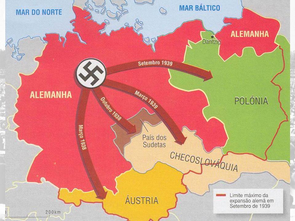 Pactos militares da Alemanha com Itália e Japão [Eixo Berlim-Roma-Tóquio] Invasão da Polônia pelas tropas de Hitler [01/09/1939] SEGUNDA GUERRA MUNDIAL [1939 – 1945] Guerra relâmpago (blitzkrieg): ocupação de vários países europeus Batalha da Inglaterra Mundialização do conflito: Invasão da URSS pela Alemanha [ 1941 ]; Ataque japonês à Pearl Harbor [ 1941 Entrada dos EUA na guerra] Avanço japonês no sudeste da Ásia e das tropas alemãs no norte da África Batalha do Atlântico (contra os submarinos alemães) Avanço no Mediterrâneo (Norte da África e Itália) Derrota alemã na URSS (Batalha de Stalingrado) Ofensiva soviética Vitórias aeronavais no Pacífico (sobre o Japão) Dia D - Invasão da Normandia [ 06/06/44 ] Tomada de Berlim pelas tropas soviéticas [ maio, 1945 ] Bombas atômicas sobre Hiroshima e Nagasaki ([ agosto, 1945 ] G RANDES O FENSIVAS DO E IXO [1939-1942] C ONTRA -O FENSIVA DOS A LIADOS [1943-1945]
