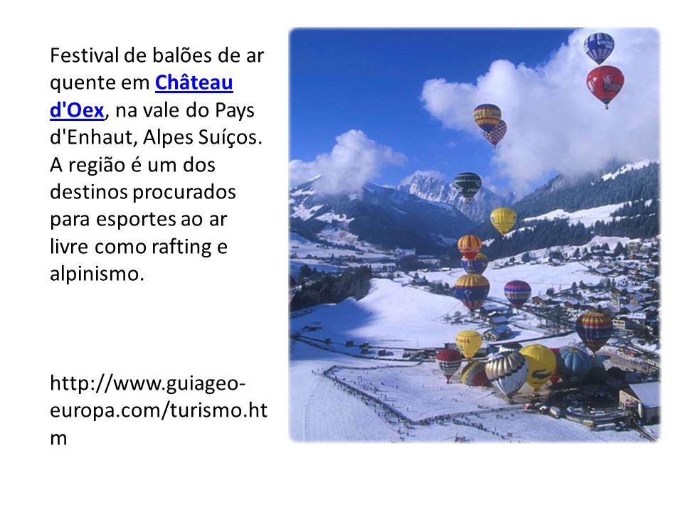 Festival de balões de ar quente em Château d'Oex, na vale do Pays d'Enhaut, Alpes Suíços. A região é um dos destinos procurados para esportes ao ar li