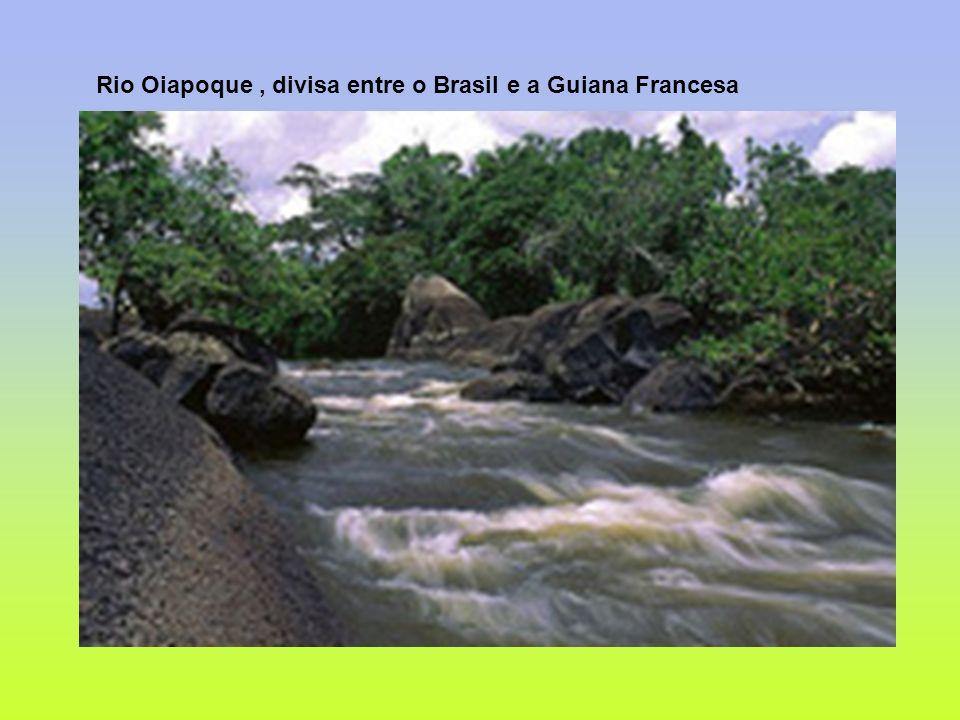 Rio Oiapoque, divisa entre o Brasil e a Guiana Francesa