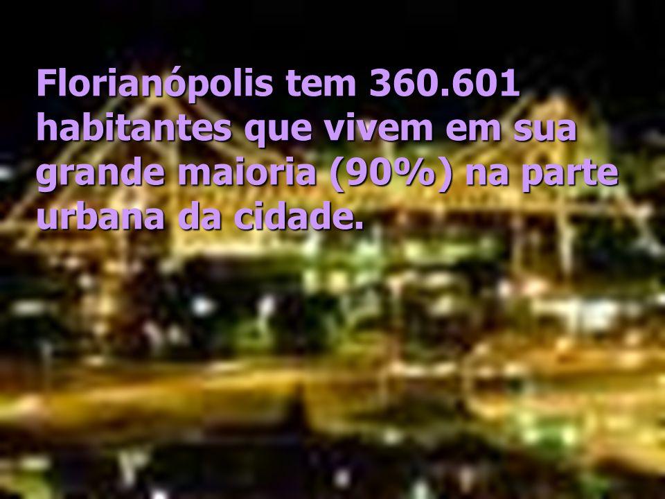 Florianópolis tem 360.601 habitantes que vivem em sua grande maioria (90%) na parte urbana da cidade.