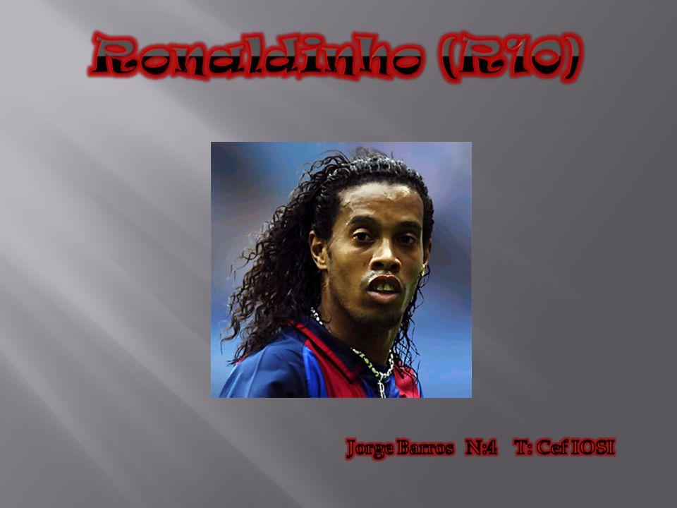 A carreira profissional de Ronaldinho iniciou-se no time do Grémio, tendo como seu primeiro treinador Ceslo Roth.