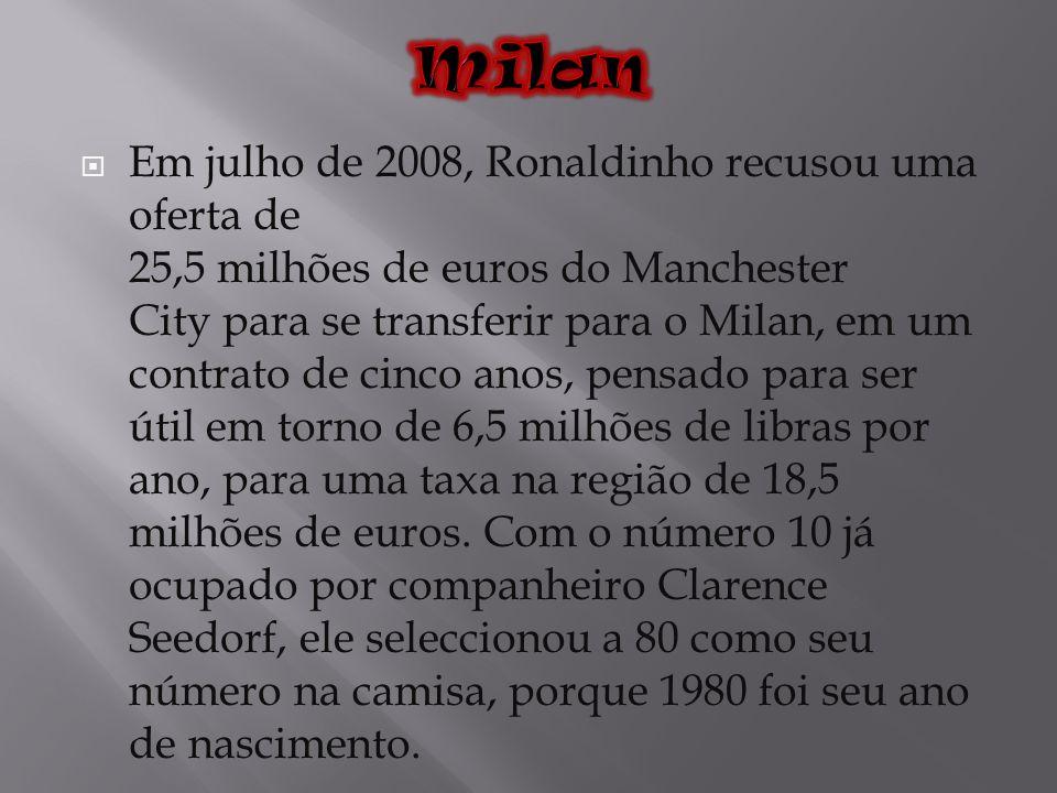 Em julho de 2008, Ronaldinho recusou uma oferta de 25,5 milhões de euros do Manchester City para se transferir para o Milan, em um contrato de cinco a