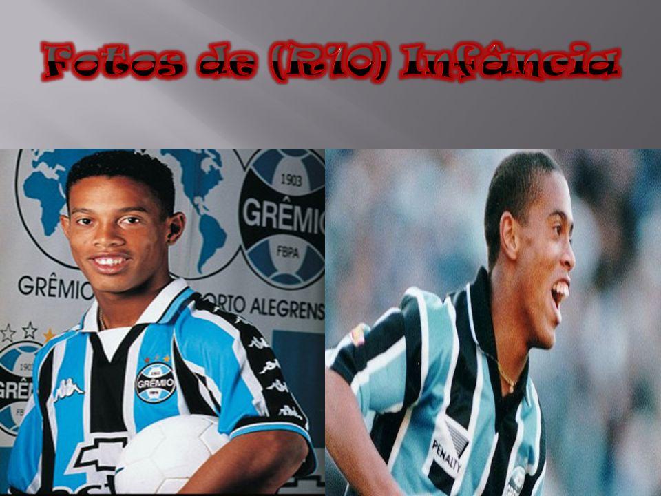 Em 19 de julho de 2003, o presidente do Barcelona, Joan Laporta, adquiriu o passe de Ronaldinho por 21 milhões de euros.