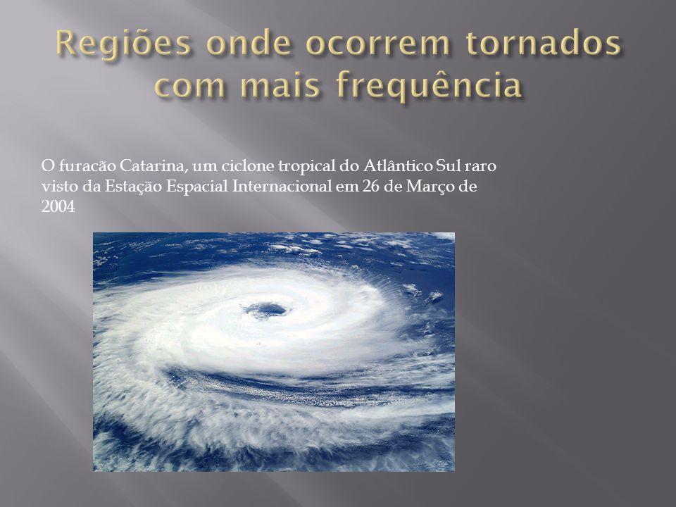 O furacão Catarina, um ciclone tropical do Atlântico Sul raro visto da Estação Espacial Internacional em 26 de Março de 2004
