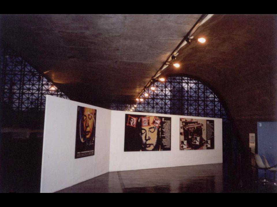 O espaço da Biblioteca Victor Civita, no Memorial da América Latina, em São Paulo, mostrou-se ideal para a Biografia Visual criada por Liana Timm; des