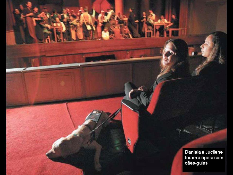 As amigas Jucilene Braga, de 28 anos, e Daniela Kovacs, de 29, estavam ansiosas. Pela primeira vez, assistiram a uma ópera. Mas o espetáculo não foi i