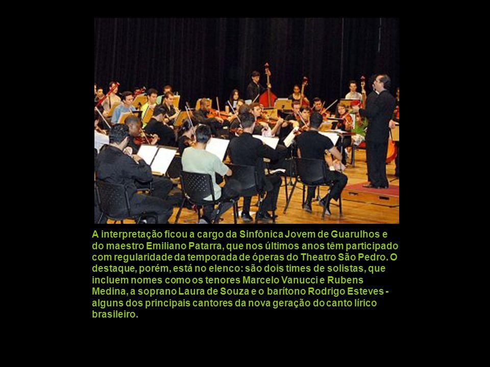 As legendas em português foram projetadas acima do palco, mas os deficientes visuais ganharam fones de ouvido para ouvir a tradução simultânea do ital