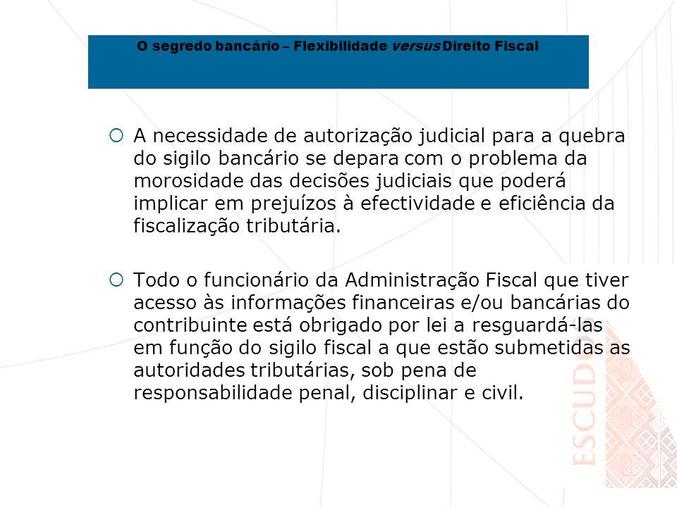 A necessidade de autorização judicial para a quebra do sigilo bancário se depara com o problema da morosidade das decisões judiciais que poderá implicar em prejuízos à efectividade e eficiência da fiscalização tributária.