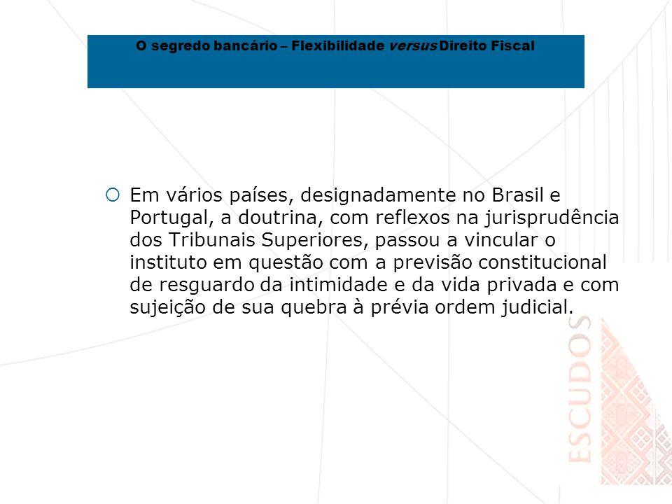 Em vários países, designadamente no Brasil e Portugal, a doutrina, com reflexos na jurisprudência dos Tribunais Superiores, passou a vincular o instituto em questão com a previsão constitucional de resguardo da intimidade e da vida privada e com sujeição de sua quebra à prévia ordem judicial.