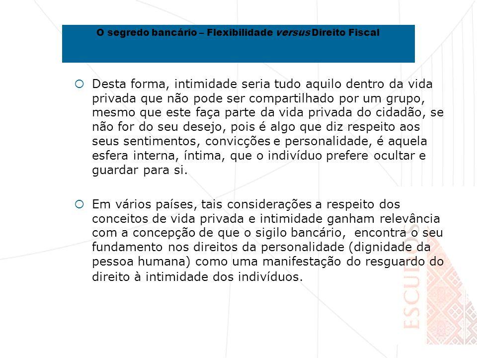 VII - Conclusões O sigilo bancário em Cabo Verde tem sido enquadrado como expressão do sigilo profissional, cuja violação implica sanções penais e disciplinares, para além da responsabilidade civil, nos termos da legislação em vigor, devendo estar sujeito à reserva de jurisdição, de modo que a requisição de informações financeiras e bancárias não pode ser feita directamente pela autoridade tributária, devendo ser sempre precedida de autorização judicial Em Cabo Verde não hão dever genérico de colaboração, que se imponha directamente às instituições financeiras com quebra de sigilo O segredo bancário – Flexibilidade versus Direito Fiscal