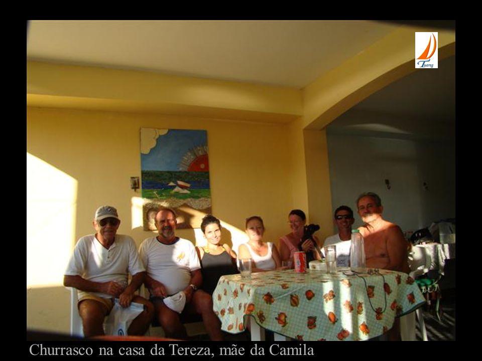 Churrasco na casa da Tereza, mãe da Camila