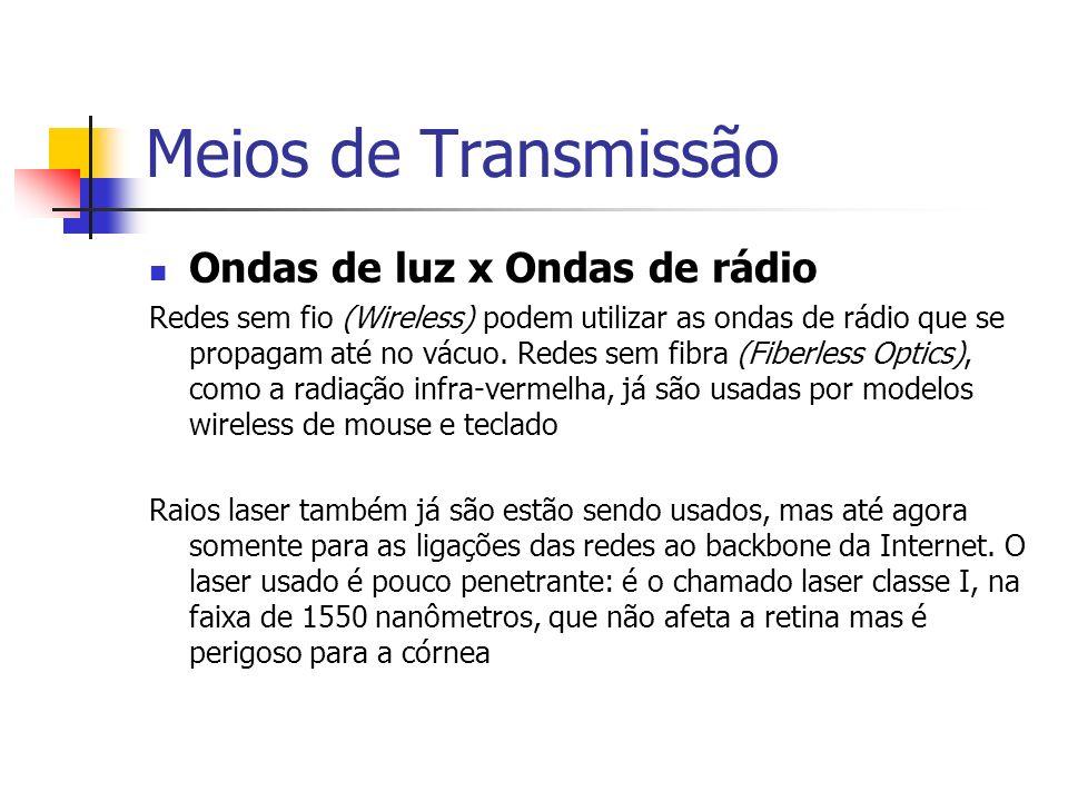 Meios de Transmissão Ondas de luz x Ondas de rádio Redes sem fio (Wireless) podem utilizar as ondas de rádio que se propagam até no vácuo.
