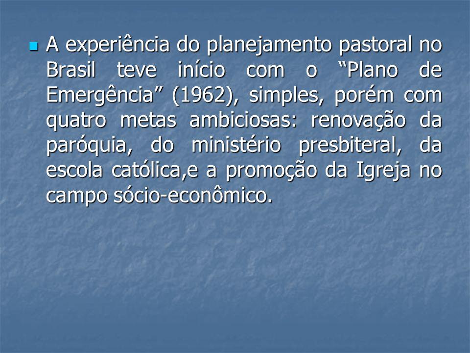 A experiência do planejamento pastoral no Brasil teve início com o Plano de Emergência (1962), simples, porém com quatro metas ambiciosas: renovação d